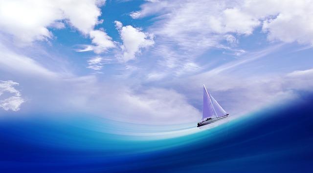 海を走る船